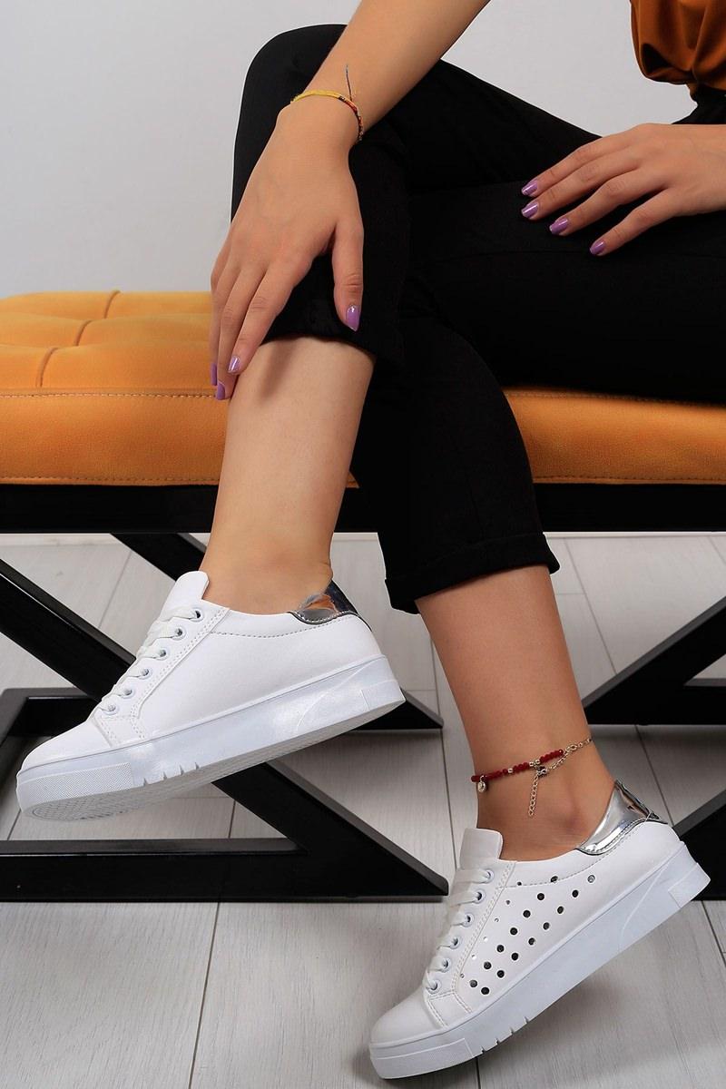 Bayan Spor Ayakkabı Modelleri ve Fiyatları