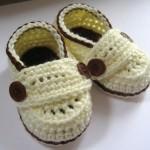 ayakkabı modelli düğmeli bebek patik örnekleri