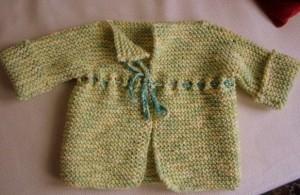 İpli yeşil bebek hırkası