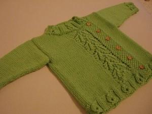 Düğmeli yeşil bebek hırkası