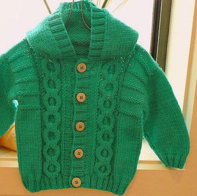 Yeşil renk kapşonlu bebek hırkası