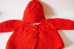 Motifli kırmızı bebek hırkası