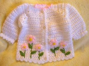 Tığ işi çiçek örgülü bebek hırka modelleri