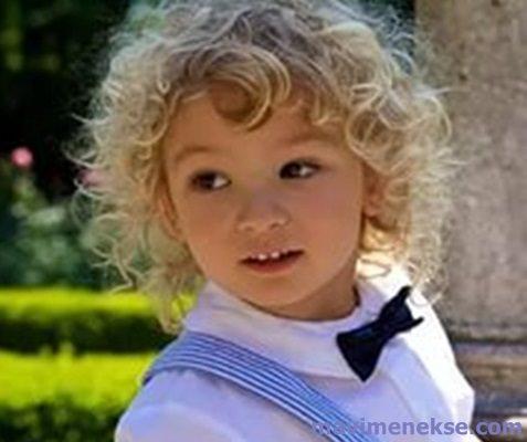 Erkek çocuğu uzun kıvırcık saç modelleri