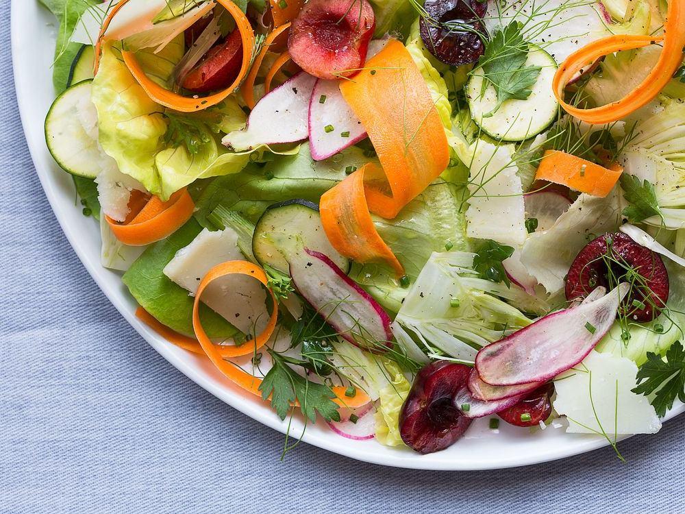 Mevsim salatası nasıl yapılır?