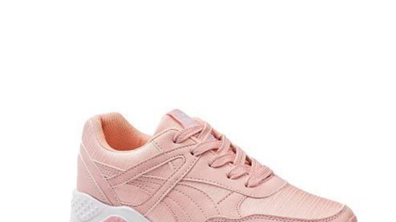Pembe Spor Ayakkabı Kombinleri